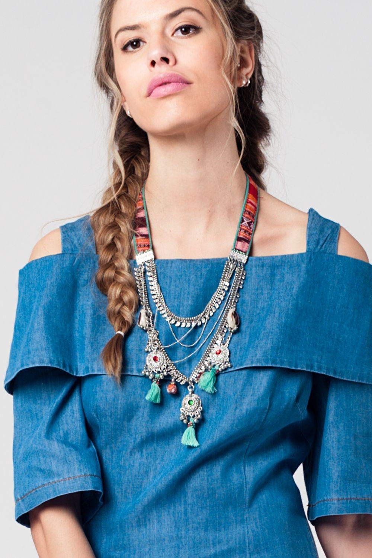 b9e3cc96be0b Collar plata con varias cadenas y tira multicolor con detalles de flecos y  cuentas enlarge